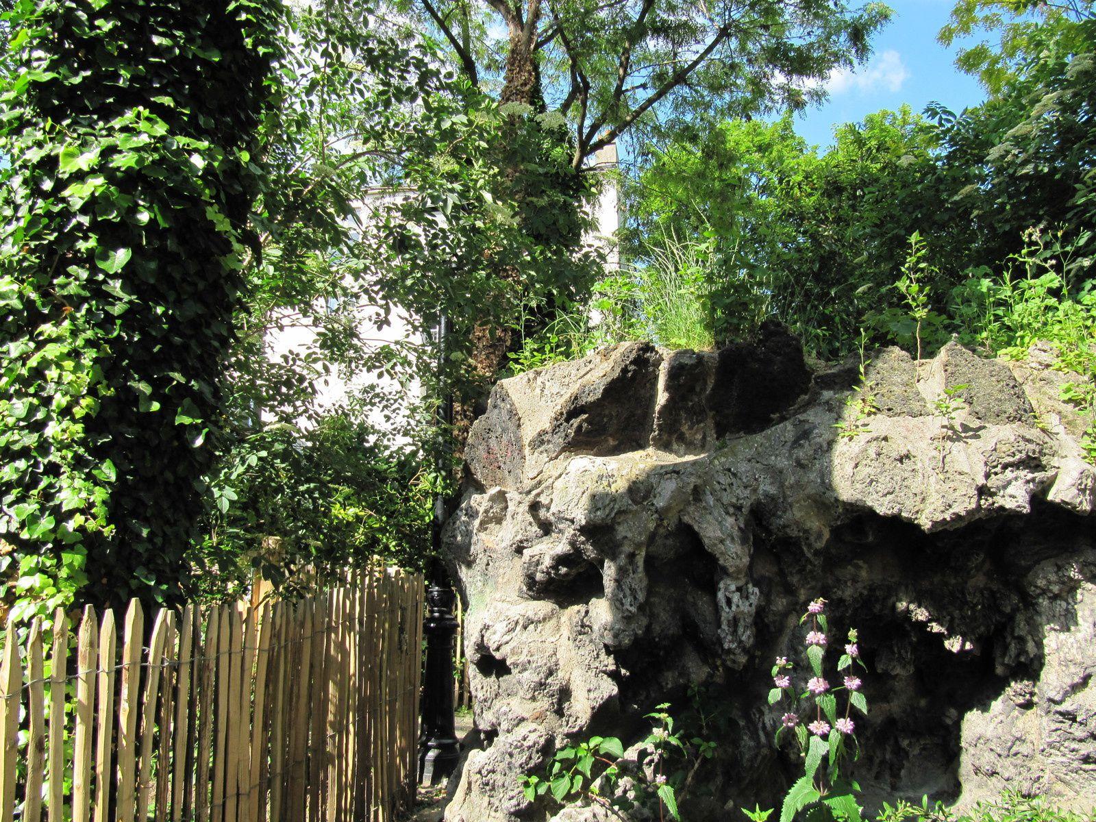 rocher de la sorcière de Montmartre